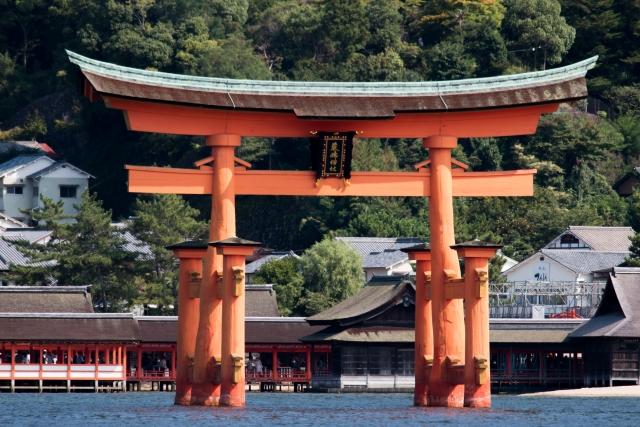 厳島神社,鳥居,不思議,埋められていない,倒れない
